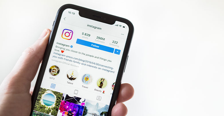 b2c social media